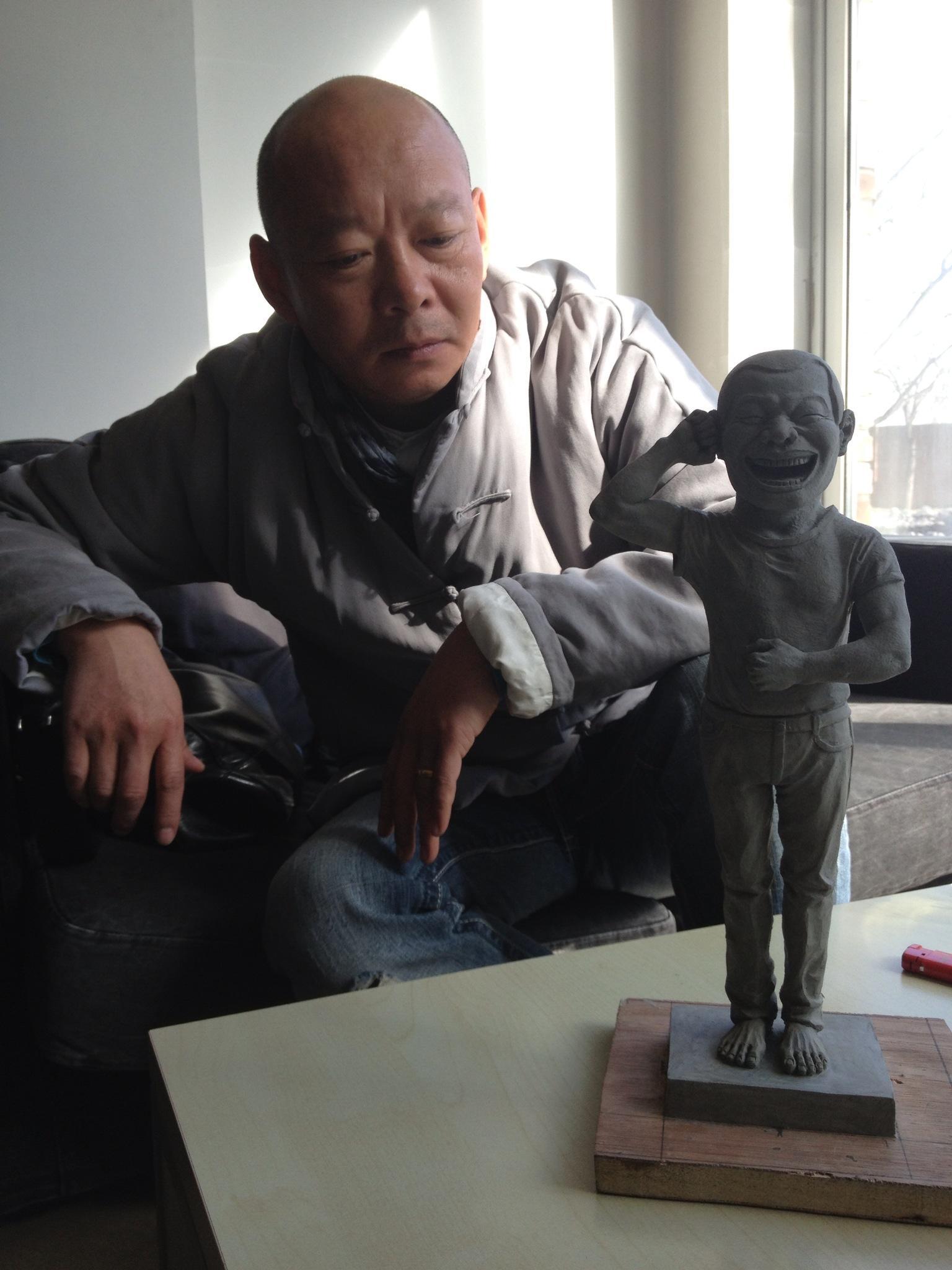 Yue Minjun med skulpturen til H.C. Andersen Festivals